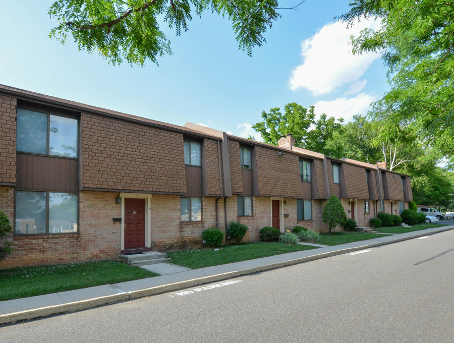 Bishop Hill Apartments and townhomes with private entrances in Secane, PA