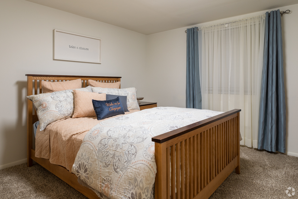 Large bedroom in Bishop Hill apartments in Delaware County, PA