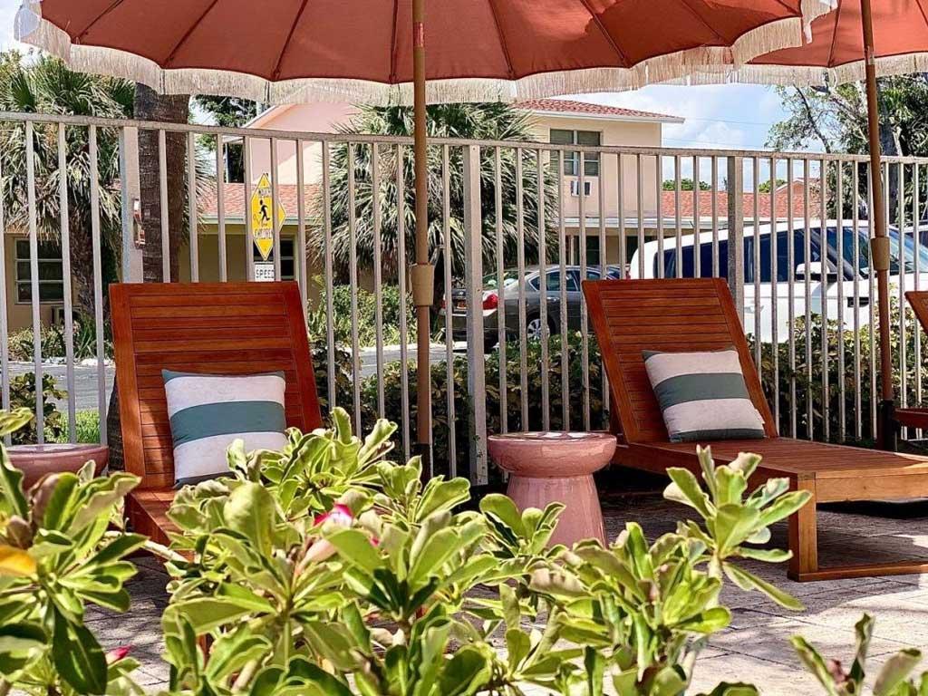 The Villas at Boynton Beach exterior pool lounges